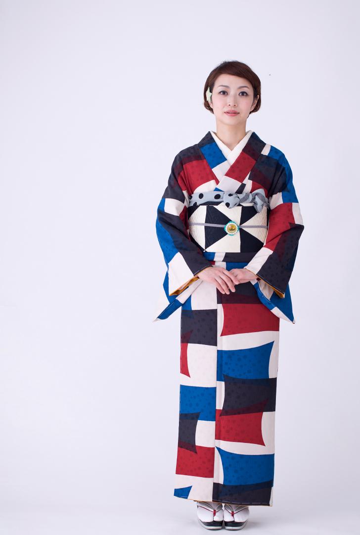 モダンアンテナのポップでレトロな現代風着物と帯
