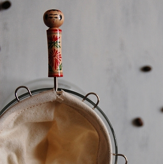 雑貨店ミモザのハンドメイドこけしのコーヒーネル